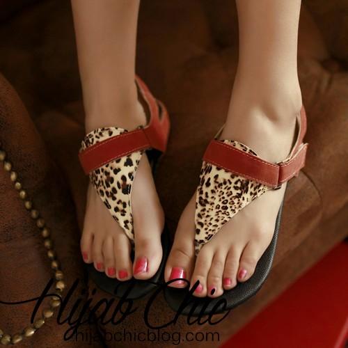 2013-sandals-fashion-leopard-print-buckle-comfortable-flat-heel-flat-flip-flop-female-gladiator-shoes