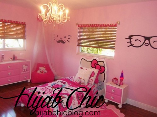 kids-rooms-witching-light-pink-hello-kitty-inspired-kids-room-design-with-cute-hello-kitty-bed-cover-and-classy-chandelier-also-hello-kitty-shaped-headboard-dazzling-hello-kitty-inspired-kids-room-des