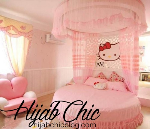 pink-hello-kitty-girl-bedroom-design-decor-ideas-with-round-bed