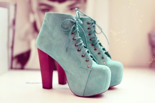 audrey-hepburn-boots-fashion-heels-jeffrey-campbell-Favim.com-344559