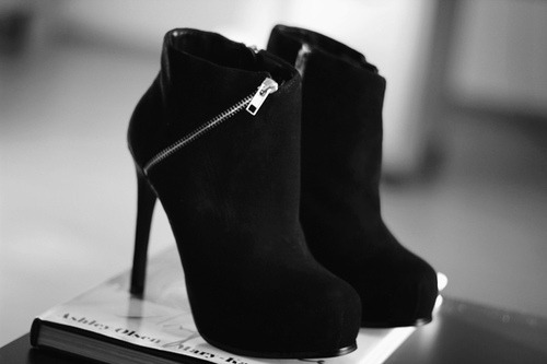 black-black-and-white-fashion-high-heels-Favim.com-675390