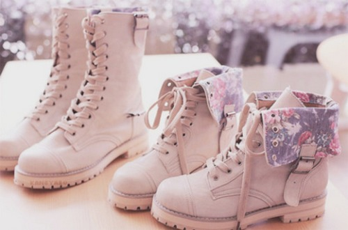fni68t-l-610x610-shoes-combat+boots-floral-fashion-boots-beautiful-flowers-cute-asian-girl-kfashion-ulzzang-vintage-korean+style-korean+fashion-flower-boot-lace-winter-pink-winter+boots-beige+shoes