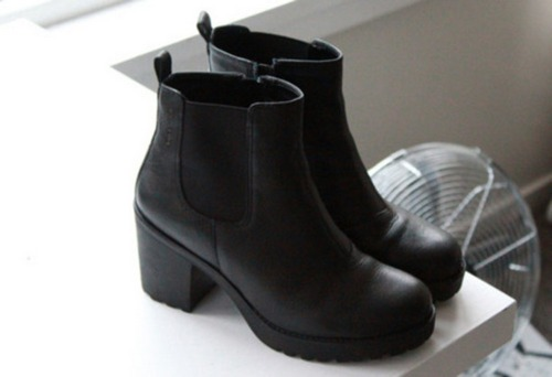lqmasw-l-610x610-black+shoes-black+chelsea-black+boots-shoes-boots-black-black+leather+boots-hipster-chelsea+boots-black+ankle+boots-victoria+s+secret-shoes+black+wedges-girly-tumblr+girls-little+b