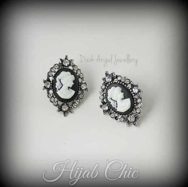 Black_And_White_Lolita_Cameo_Earrings