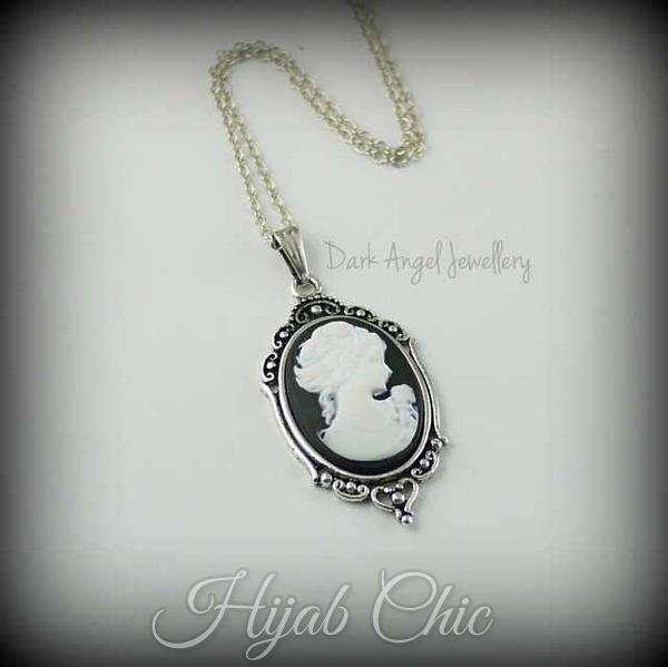 Black_and_White_Lolita_Cameo_Necklace
